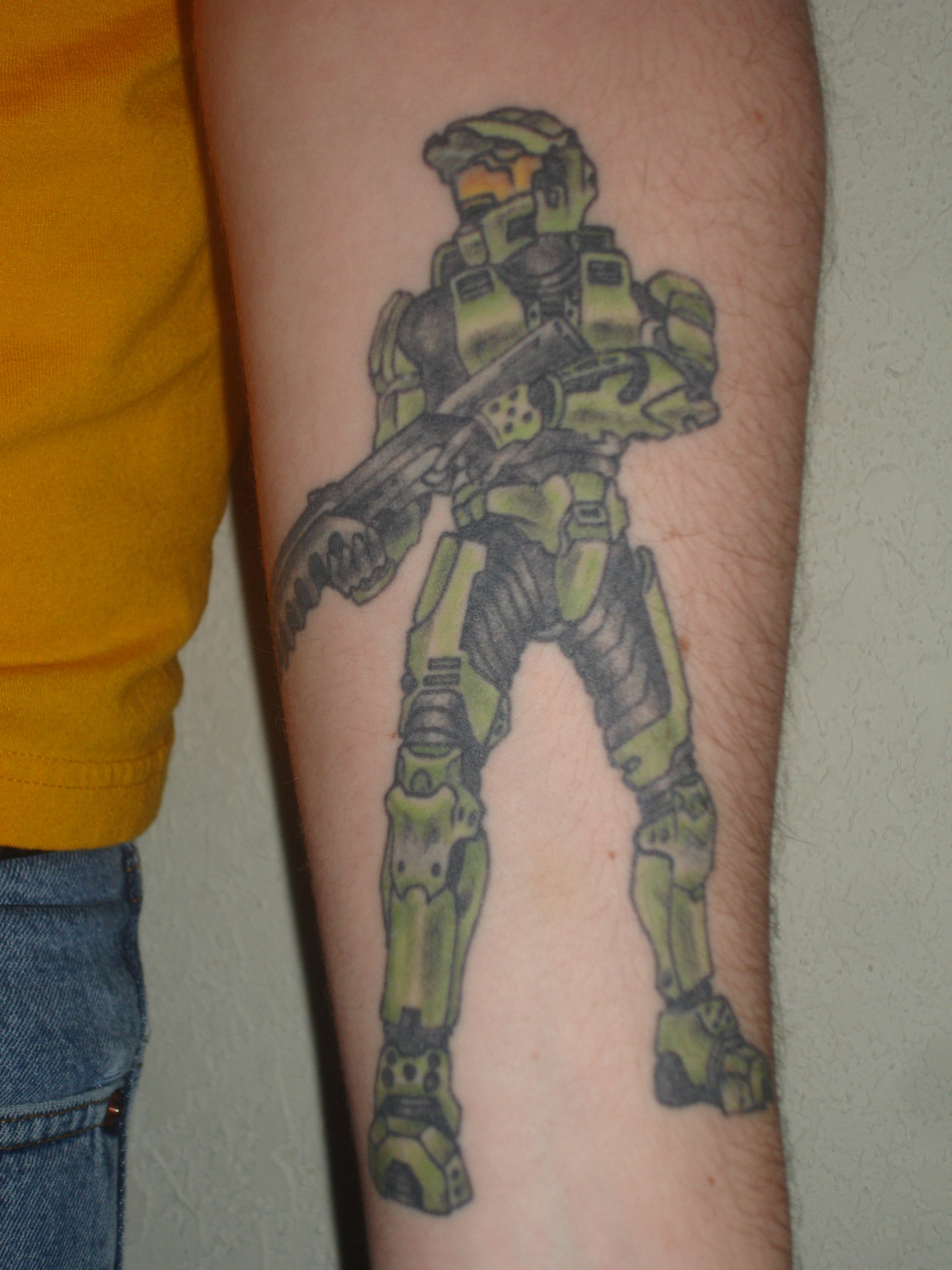 Master chief tattoo theres a truly humongous version publicscrutiny Gallery