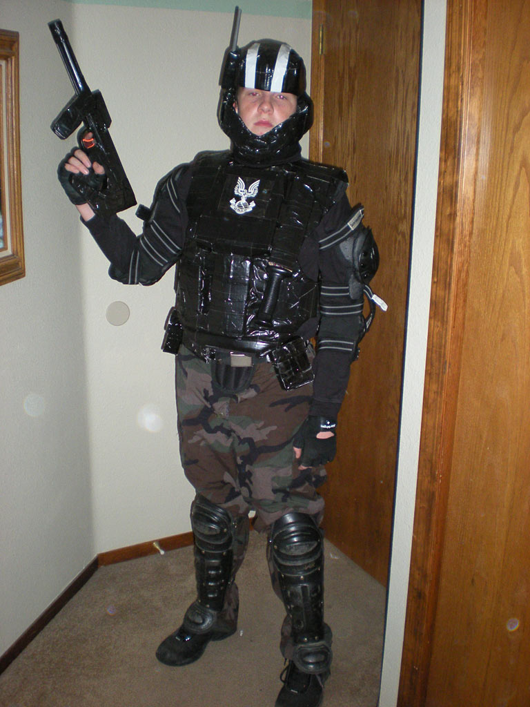 halo odst halloween costume jason evans whipped up an odst costume for his brother tyler for halloween apparently it was quite a success - Halloween Halo